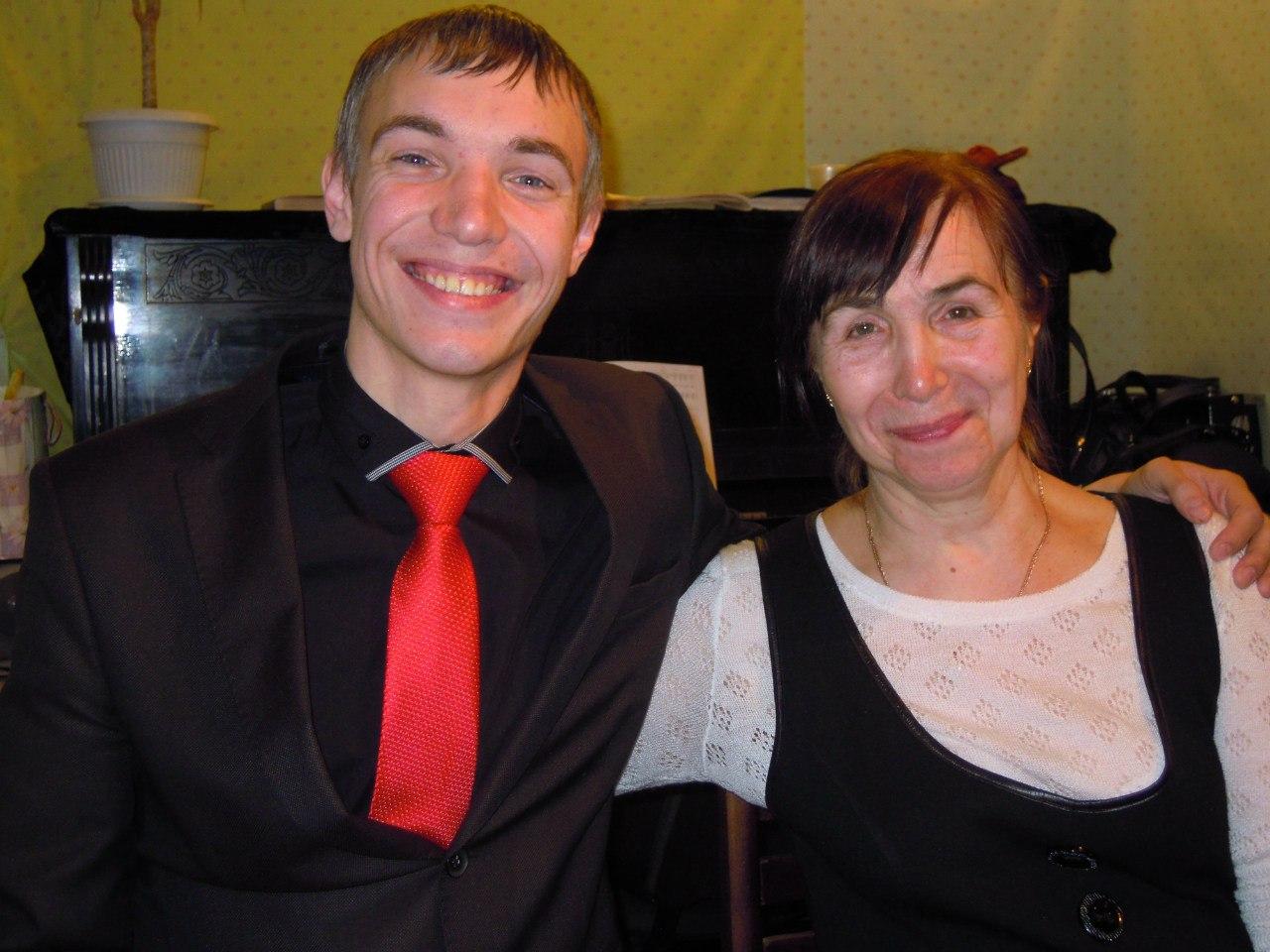Виктор со своей мамой