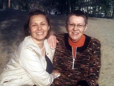 Юля со своей мамой, Раисой